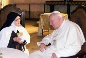 POPE JOHN PAUL MEETS SISTER SANTA MARIA LUCIA